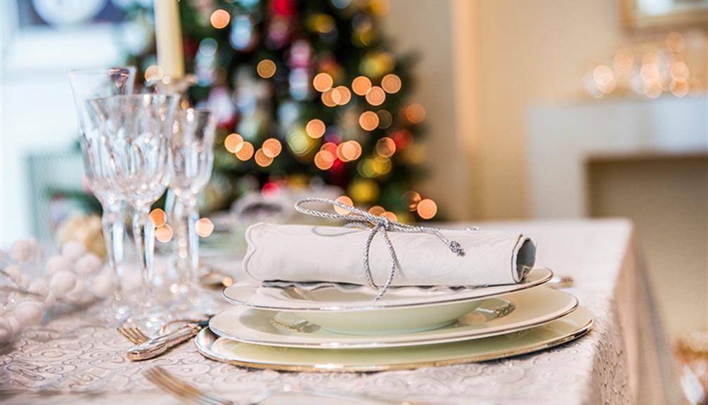 Come apparecchiare la tavola a Natale in stile minimal