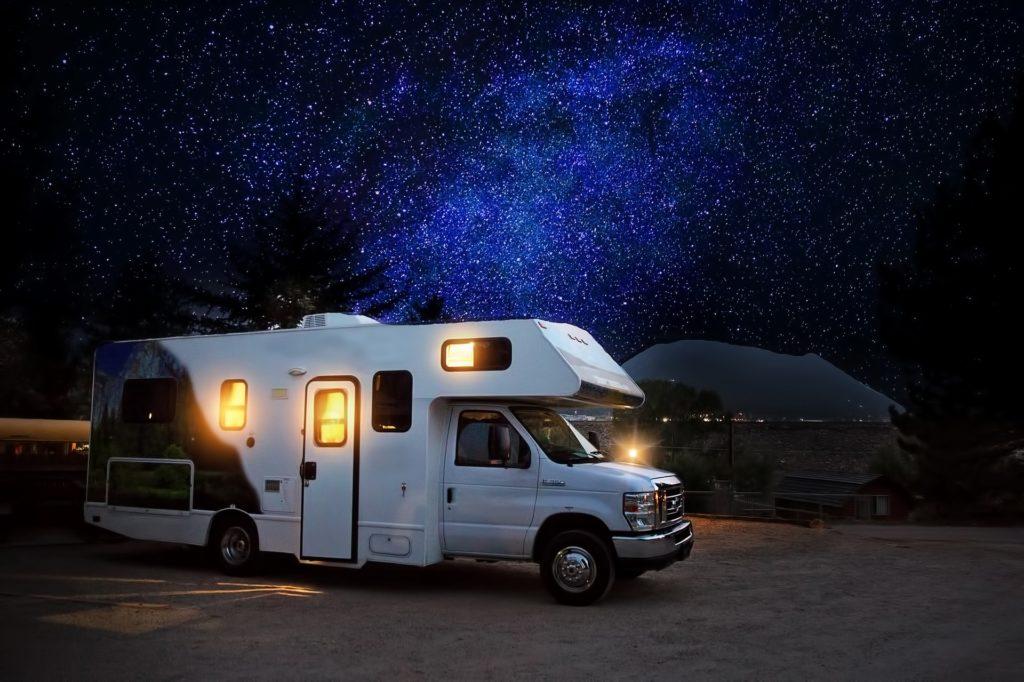 Cosa portare durante un viaggio in camper? - Immagine in evidenza