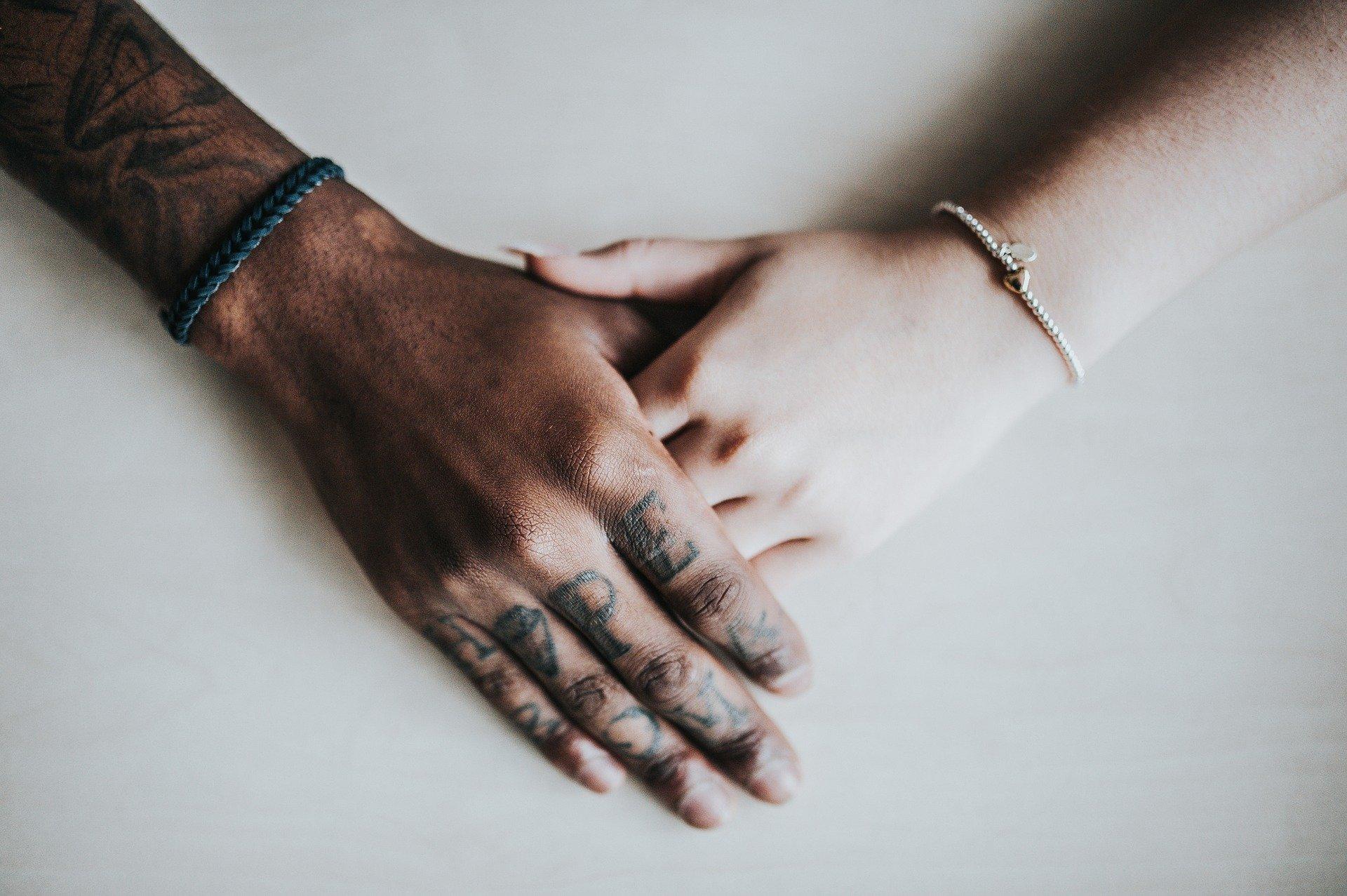 Il miglior bracciale da uomo || Guida all'acquisto e scelta dei migliori - Immagine in evidenza