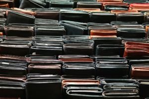 Il miglior portafogli da uomo || Guida all'acquisto e scelta dei migliori - Immagine in evidenza